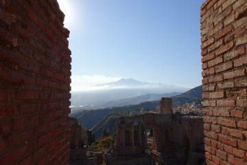 Taormina: widok Etny z Teatro Greco